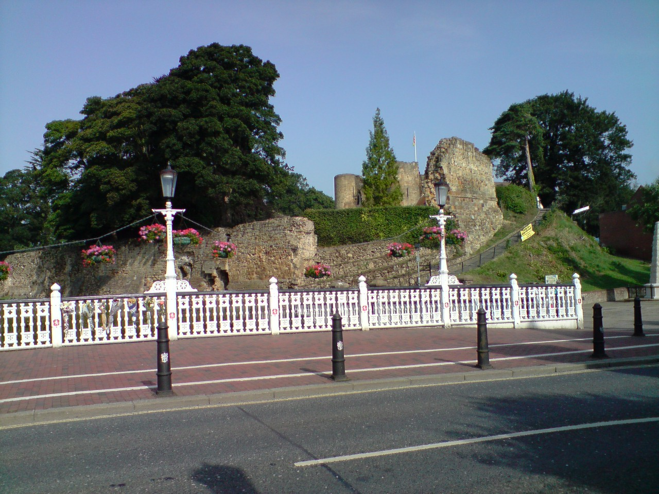 Tonbrige Castle from the high street